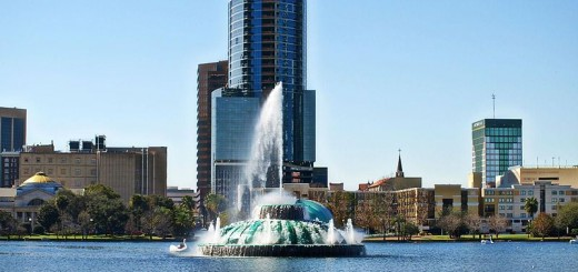 Lake Eola in Orlando, Florida. Courtesy of Wikimedia Commons.